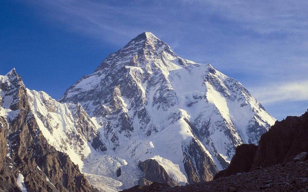 El ochomilismo muere matando: victoria sherpa y tragedia occidental en el K2 invernal